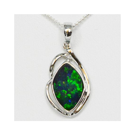14ct White Gold Green Coloured Doublet Opal Pendant