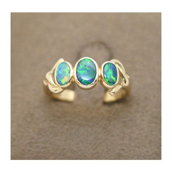 14ct gold doublet opal  ring