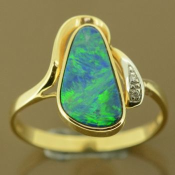 Ladies14ct yellow gold doublet opal ring