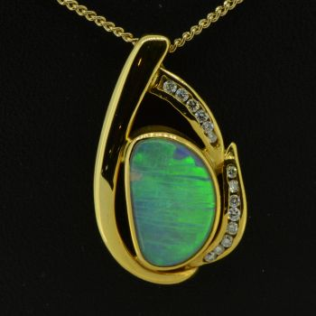 18ct Yellow Gold Solid Crystal Opal Pendant with Brilliant Cut Diamonds