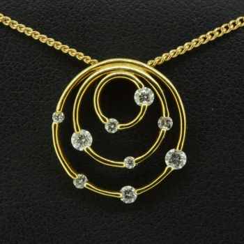 18ct Yellow Gold Pendant with 9 Brilliant Cut Diamonds