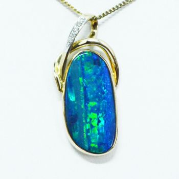 14ct Gold Doublet Opal Pendant Set With Four Diamonds