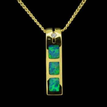 14ct yellow gold inlaid opal pendant with one diamond