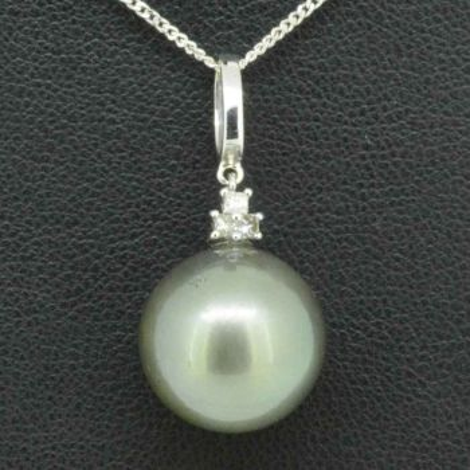 18ct white gold Tahitaian pearl pendant