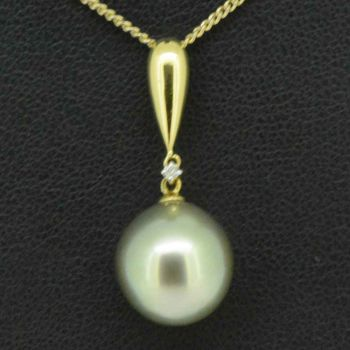 18ct yellow gold black pearl pendant