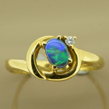 18ct Yellow Gold Solid Opal Ring with 1 Brilliant Cut Diamond
