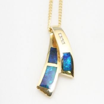 14ct yellow gold inlaid opal pendant with three diamonds