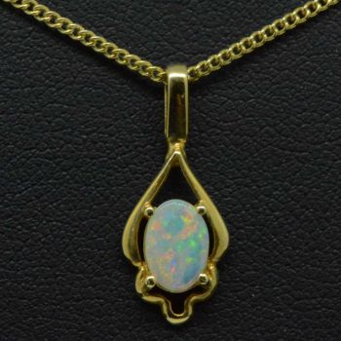 Ladies 18ct yellow gold opal pendant (7mm x 5mm)
