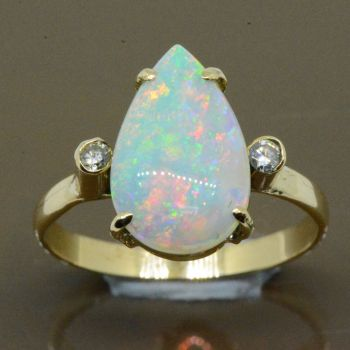 Tear drop shaped 14ct yellow gold solid opal ring