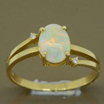 14ct yellow gold solid opal ring (8x6)