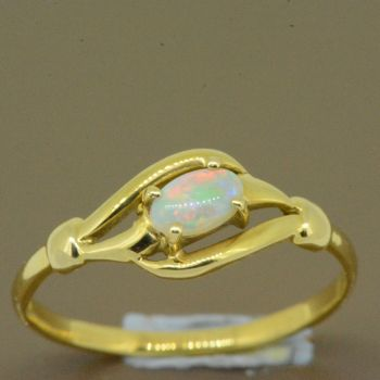 18ct yellow gold solid opal ring (5x3)