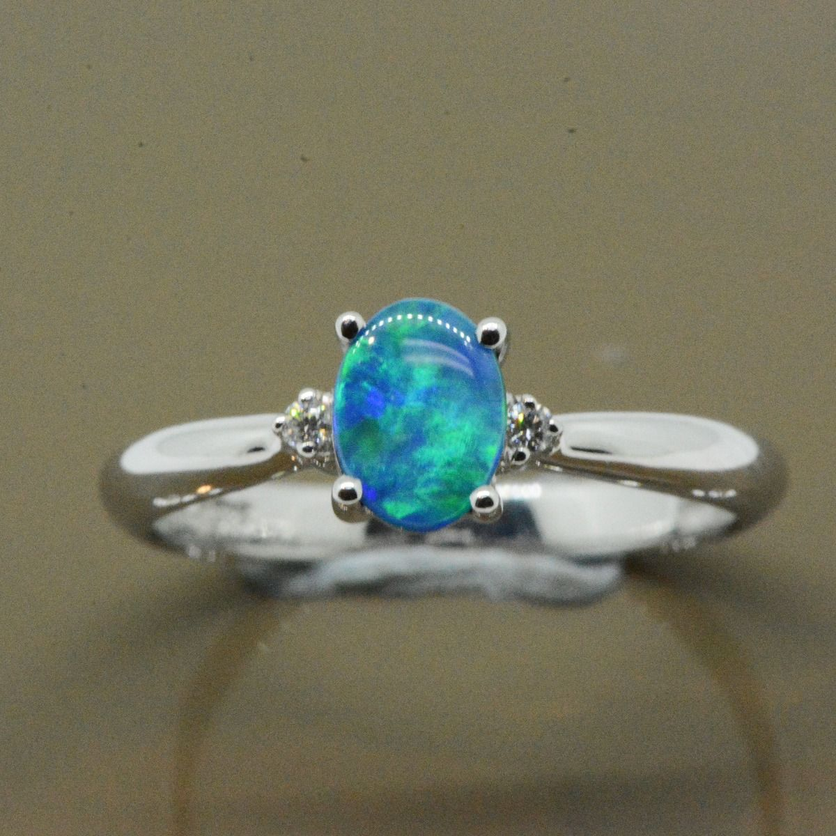 14ct White Gold Doublet Opal Ring