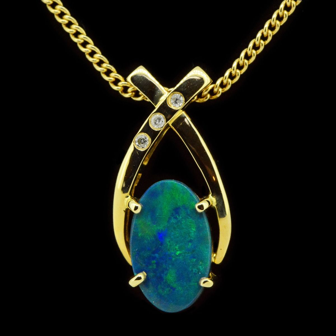 14ct yellow gold black opal pendant (11x7mm)