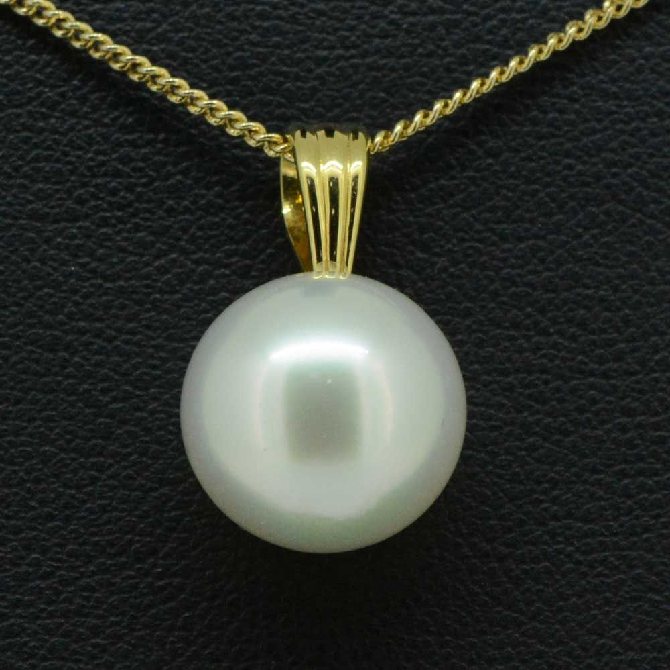 18ct gold south sea pearl pendant