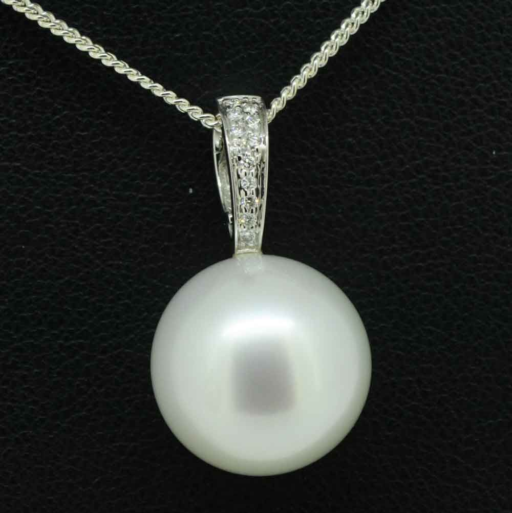 White South Sea Pearl Pendant set in 18ct White Gold Set With 8 Diamonds