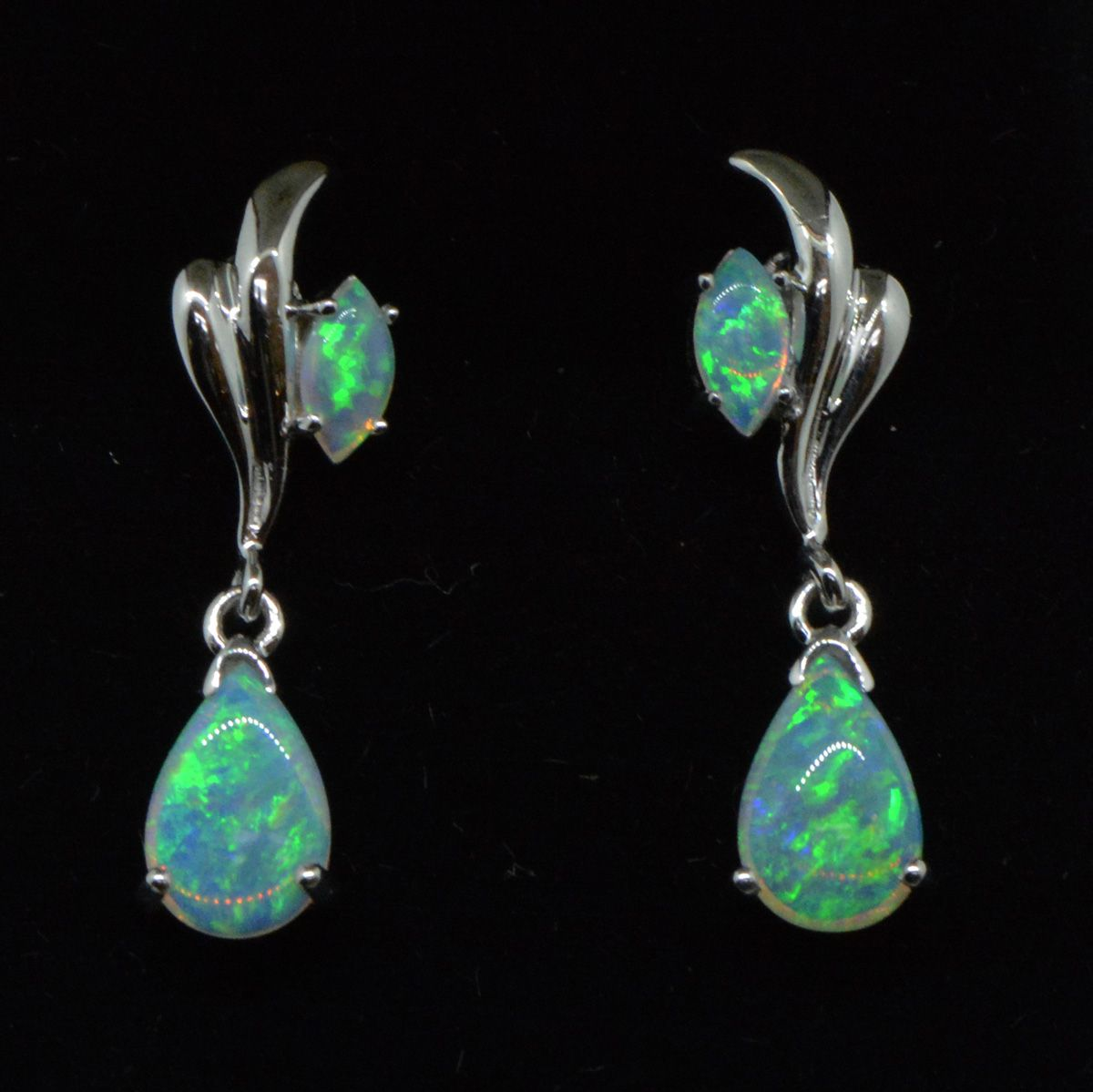Drop Opal earrings set 14ct White Gold