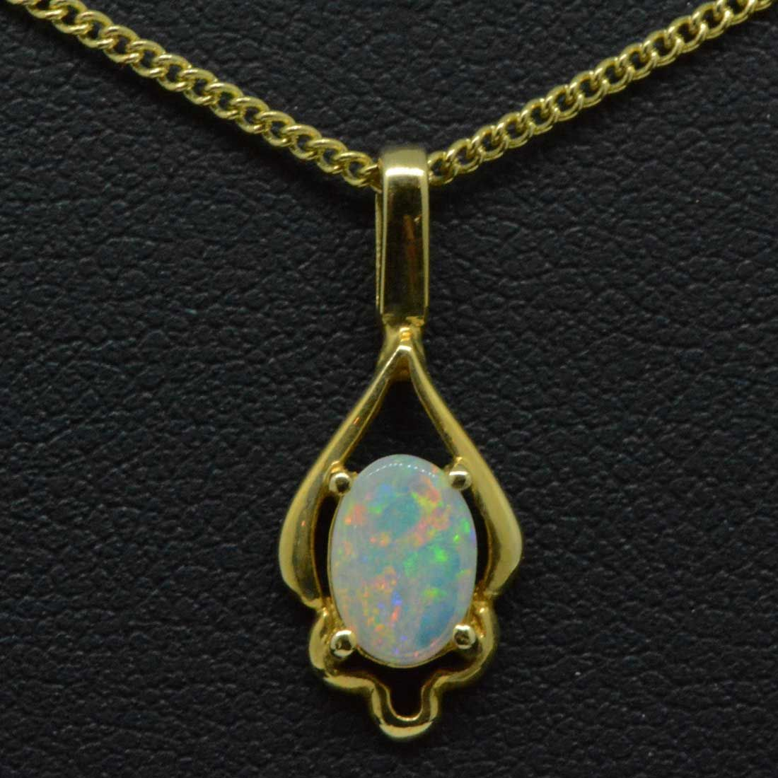 Ladies 18ct yellow gold opal pendant (7mm x 5mm)