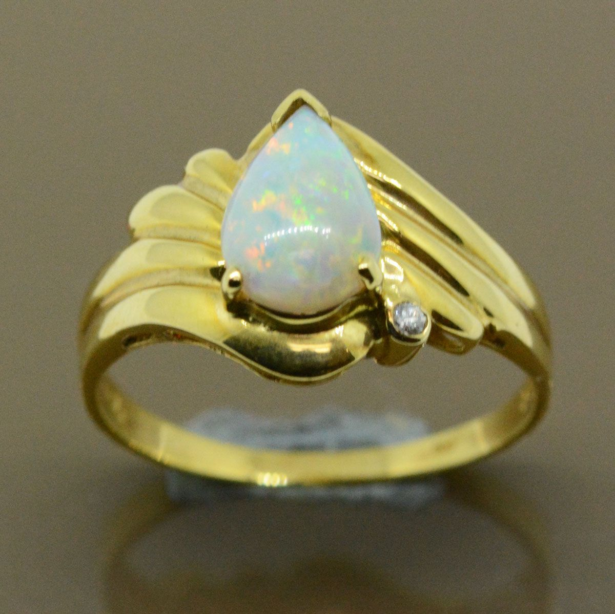18ct Solid fire opal ring