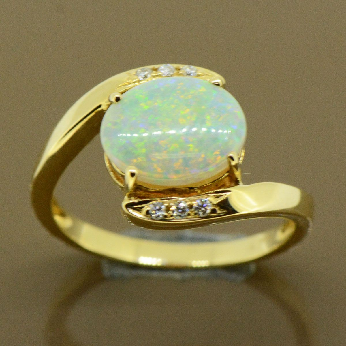 14ct Crystal Opal Ladies ring