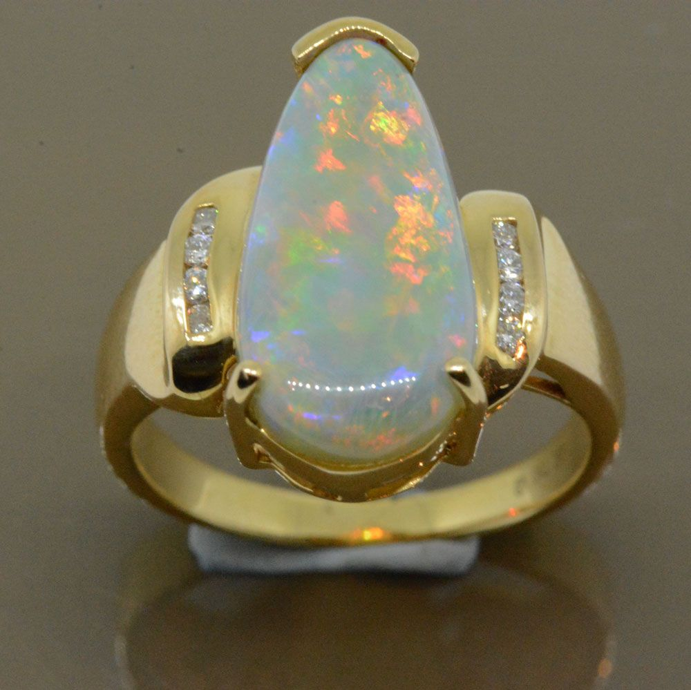 18ct yellow gold ladies solid opal ring