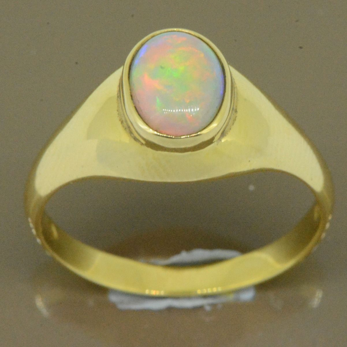 18ct yellow gold solid opal ring (9x7)