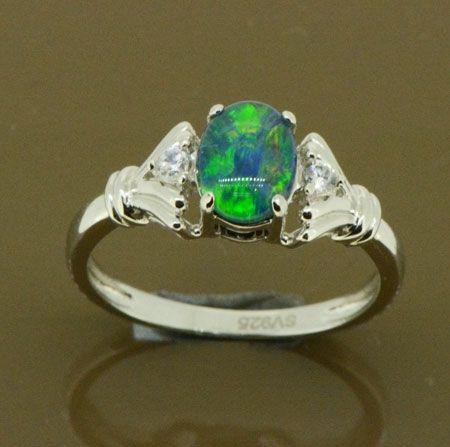 STERLING SILVER LADIES RING SET WITH A TRIPLET OPAL