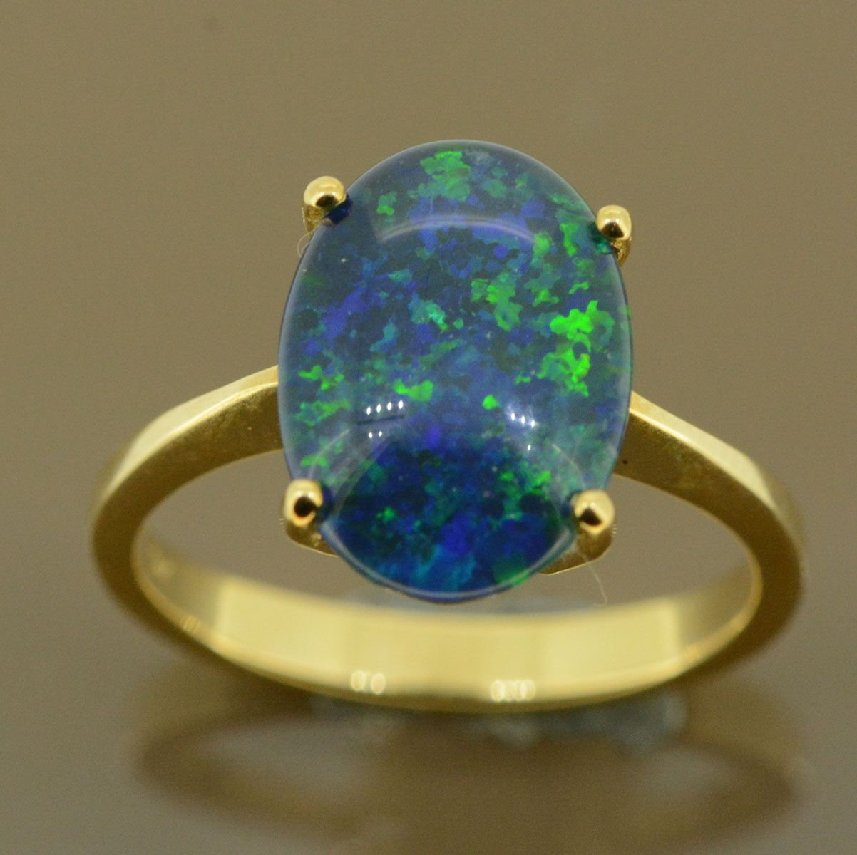 9ct triplet opal ladies ring