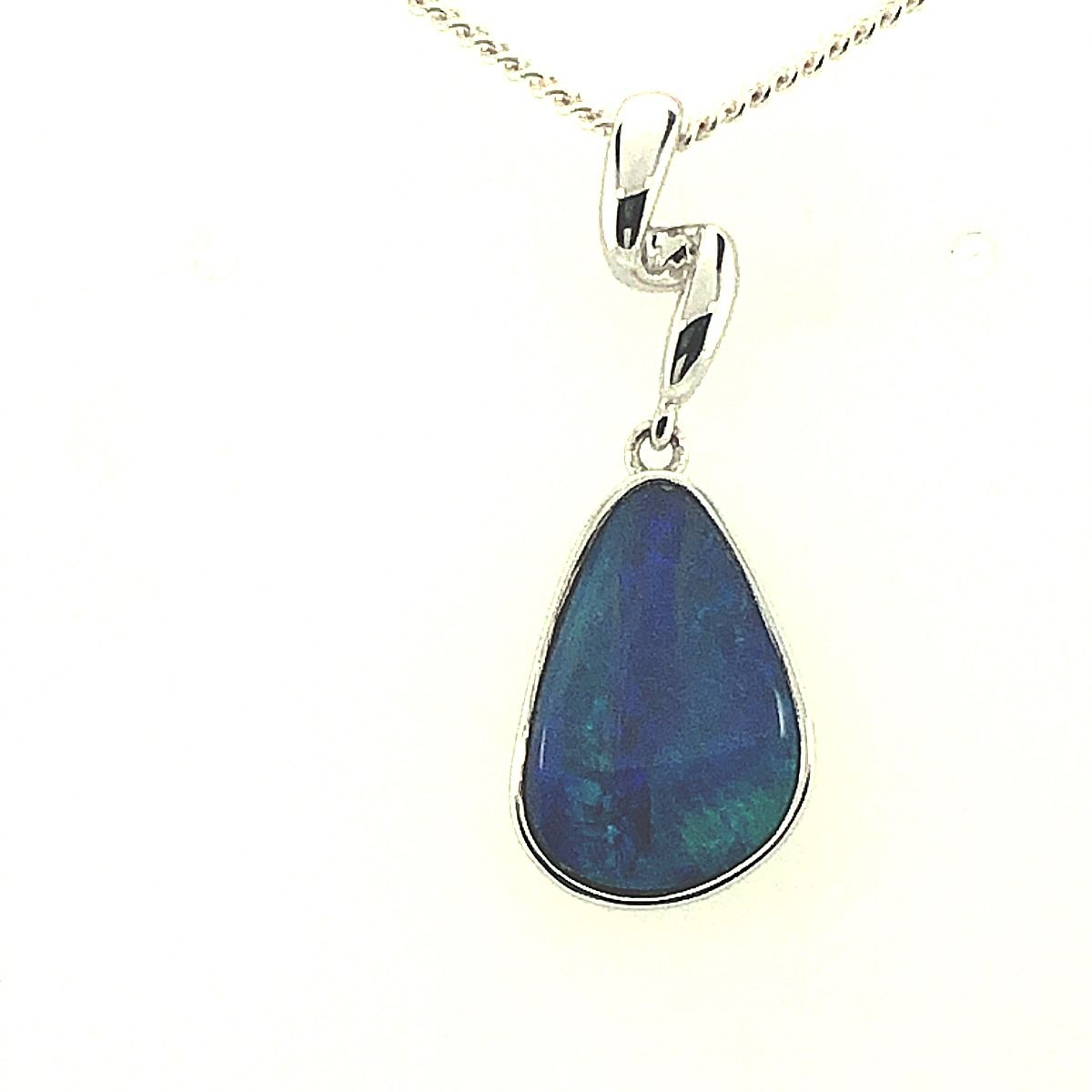 14ct White Gold Doublet Opal Pendant (13mm x 9mm)